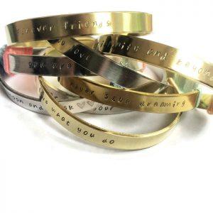 Bead Box armbanden met eigen tekst