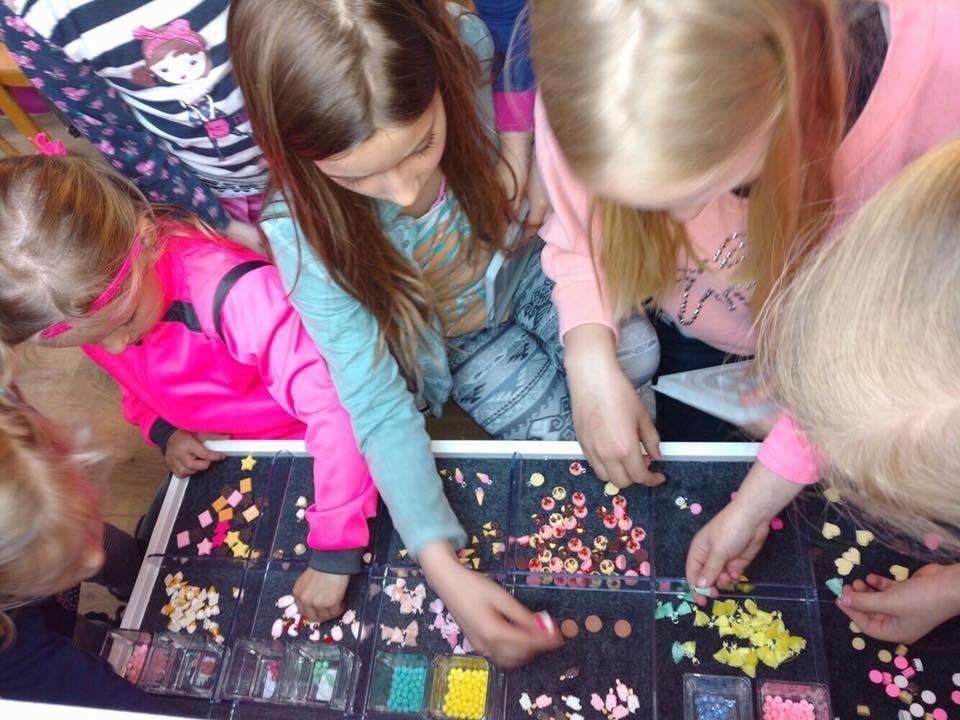 kinderfeestje sieraden maken