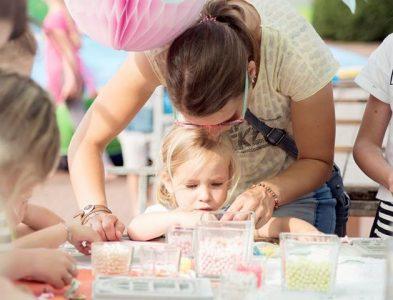 moeder & dochter : armbandjes maken